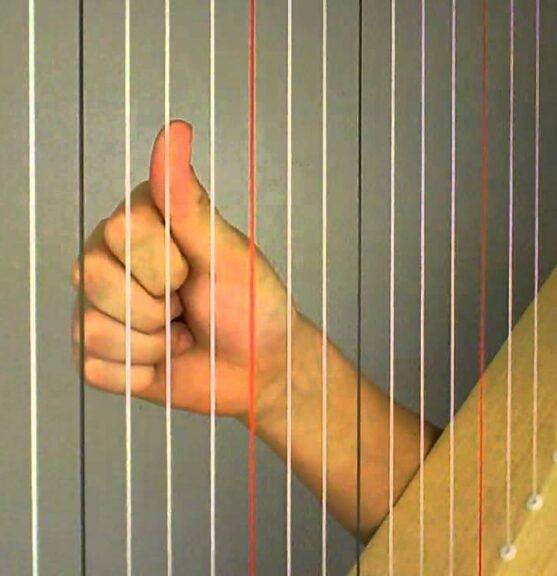 Duim omhoog met harp