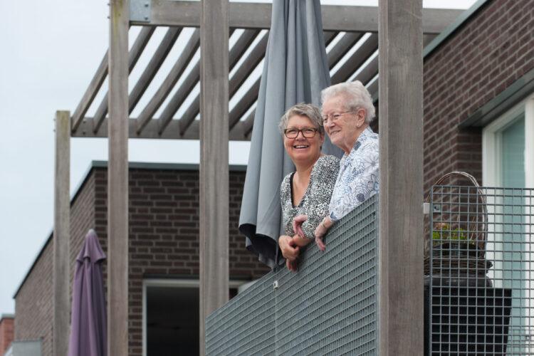 SVRZ Ambachtsveld clienten op balkon
