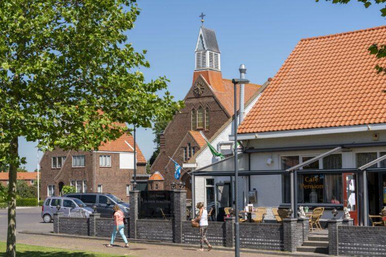 Lewedorp kerk en cafe SVRZ