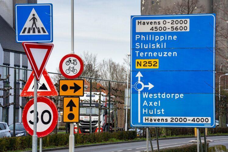 Zeeuws Vlaanderen SVRZ ZorgThuis verkeersborden