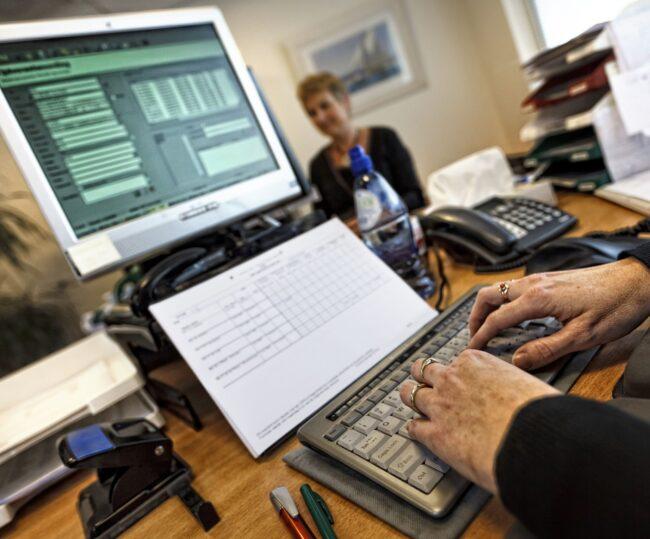 Computer en medewerker SVRZ