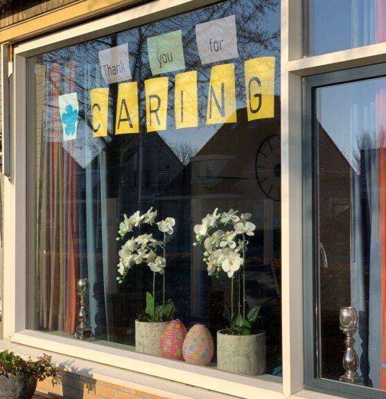 Thank You For Caring op het raam - SVRZ